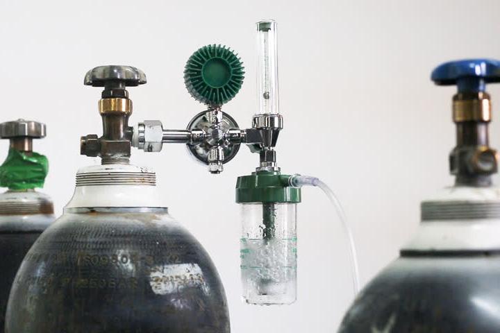 How Oxygen Cylinder Works? – Compass Medical
